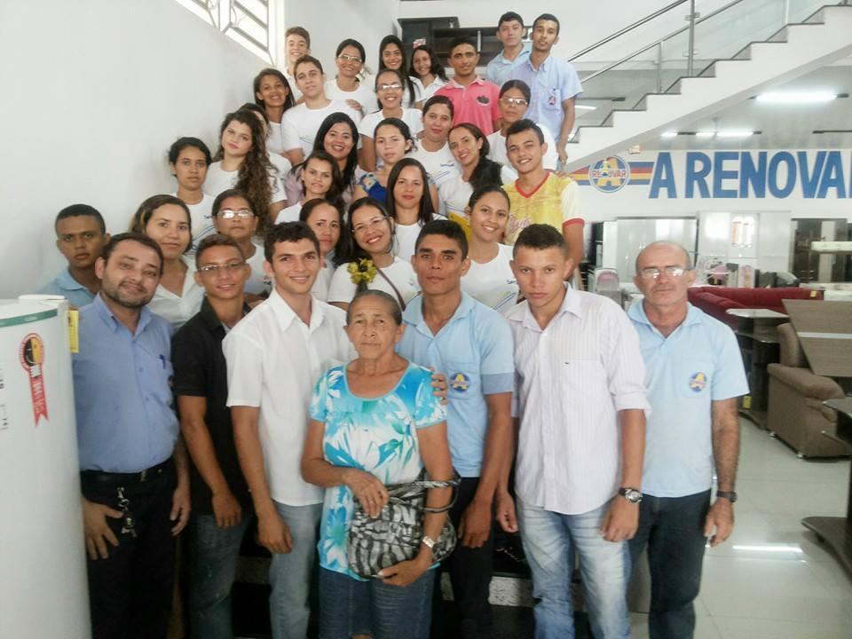 Alunos do Curso de Almoxarife ao lado do gerente da empresa A Renovar
